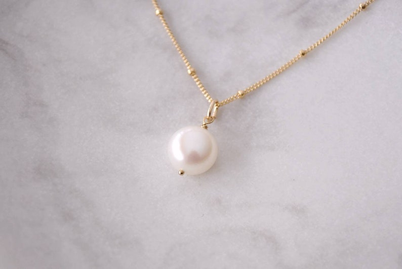 Bridal Gemstone Necklace Solo Button Pearl Necklace Dainty Gold Necklace with Pearl Simple Pearl Jewelry