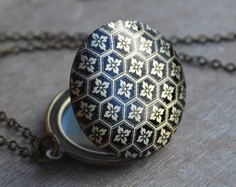 Vintage inspired locket necklace / keepsake / mothers day gift / flowers black antique bronze /