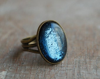 Montana Blue Oval Ring // Statement Cocktail Ring / glittering / Adjustable Ring