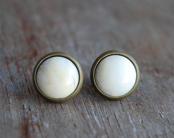 Winterwhite cabochon earstuds // wedding jewelry // bridesmaid gift // women