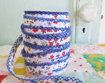 Blue Floral Double Fold Crochet Edge Bias Tape (No. 69). Quilt Binding.  Blue Flowers.  Blue and Red.  Flower Fabric.  Calico Fabric.