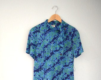 1960s Vintage Blue + Green Floral Print Short Sleeved Dress with Tie Collar and Side Buttons