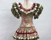 Vntg Spanish Flamenco Gypsy Dress 34 quot (86.5cm)Bust, Sage Green Floral Cotton, Lace and Cream Ruby Red Satin Ribbons Frida Kahlo Fiesta