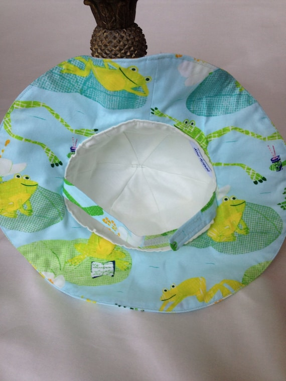 Baby Boy or Girl Beach Hat infant head covering green frogs  757269d9c26b