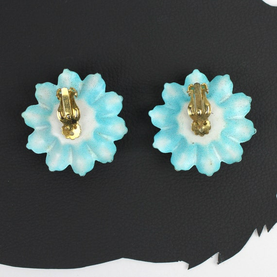 Turquoise & Lavender Metal Plastic 60s Flower cli… - image 5