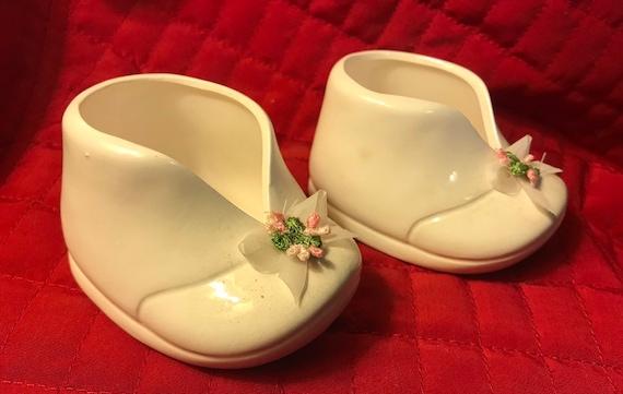 3b369e31c3951 Set of white ceramic baby shoe planters
