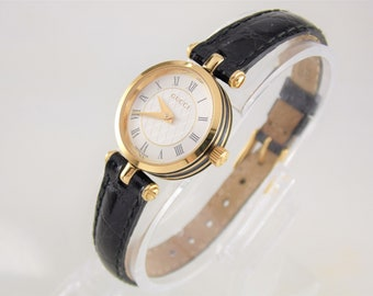 b96be62b890 Rare Vintage Womens Ladies White   Gold Authentic Gucci 2040L Roman Numeral  Dial Luxury Designer Swiss Quartz Watch