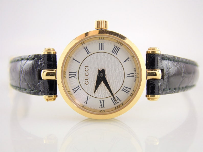 f0bbbb56d5a Rare Vintage Womens Ladies White   Gold Authentic Gucci 2040L