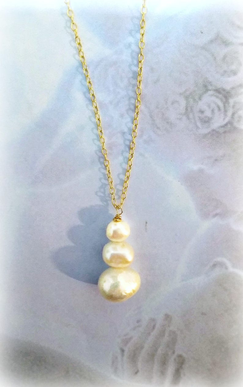 Romantic Gold Pearl necklace Gentle Gold Chain Pearl Necklace Organic Unique Necklace Wedding day