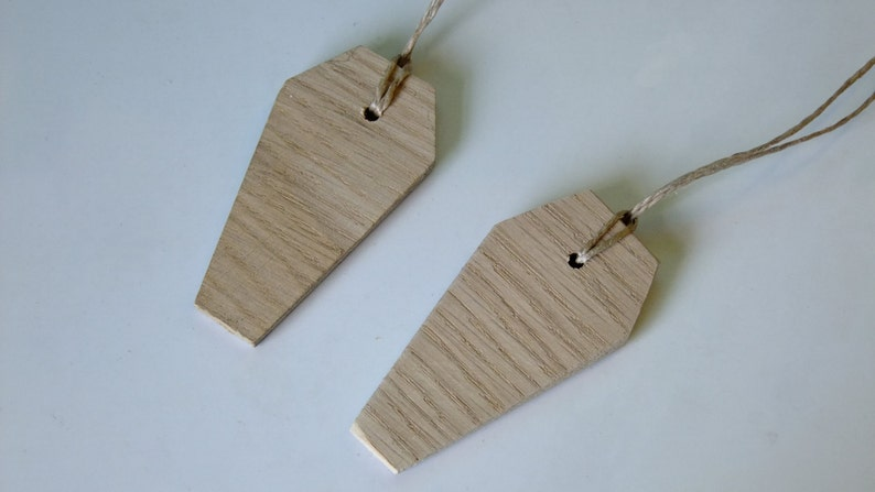 Can be a necklace or party bag filler. ideal for scaring people Wooden coffin shapes for Halloween parties or trick or treat