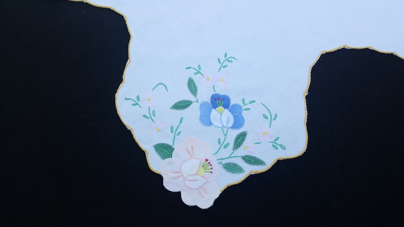 Vintage Bun Warmer Hot Biscuit Caddy Floral Applique Cotton Basket Liner Cover White Hand Embroidered Flowers Yellow Pink Blue 15 x 15 in