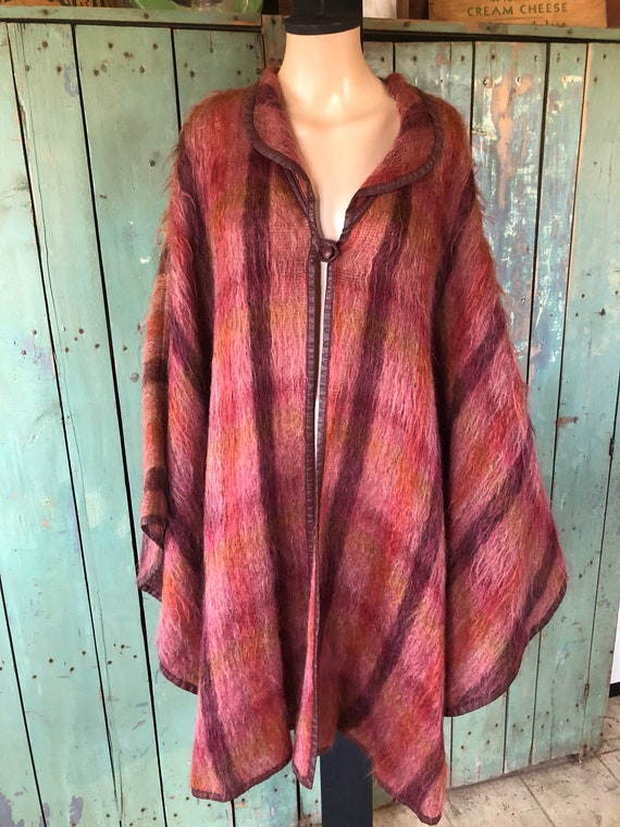 Gorgeous vintage handmade Womens Mohair Cape - Pin