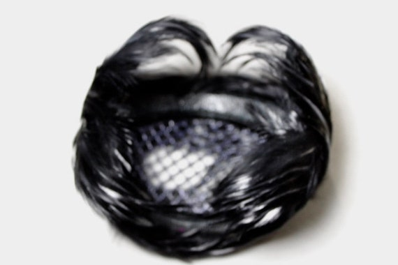 Unusual Black Feathered Fascinator 50s 60s Hat - image 6