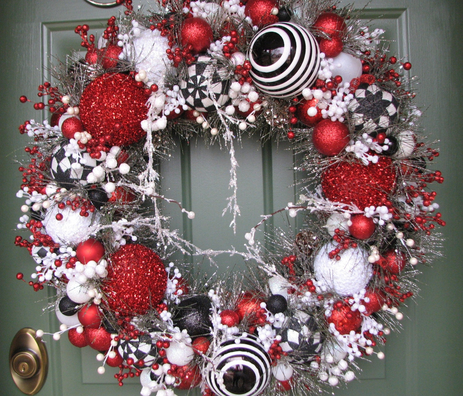 Black White Red Heirloom Christmas WreathGlass Ornament