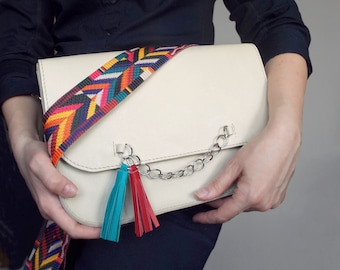 Messenger leather bag white. Cream crossbody purse. Off-white medium shoulder bag.