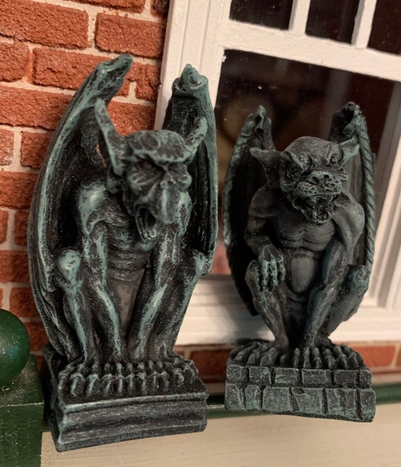 Miniaure Halloween Bat Gargoyle with Red Candle for 1:12 Haunted Dollhouse