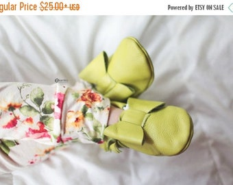 SALE Lime Green Baby Moccasins/ Baby Moccs/ Baby Moccasins Leather/ Baby Moccassins/ Baby Moccasins with Bow/ Baby Moccasins Bow