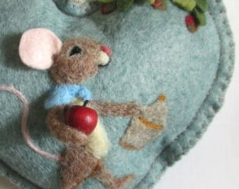 Needle felted mouse personalised heart / tooth fairy pillow/ mouse with apples,special gift , mini tooth pillow