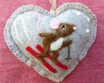 Needle felted skiing mouse on a felt heart scented with spices, mouse enjoying the snow this Winter