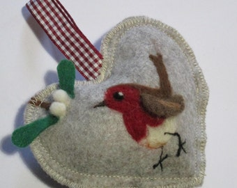 Red Robin winter spice heart, Christmas gift Heart, Kiss under the mistletoe needle felted Christmas hanging decoration, tree ornament
