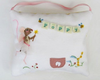 Girls mouse tooth fairy pillow, personalized girls and boys tooth pillow. Needle felted mouse. Tooth pouch with name. Tooth cushion