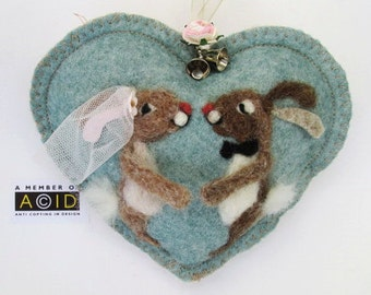 Personalized Wedding gift, Congratulations Rabbit Heart decoration - card to keep, needle felted love rabbits on  felt heart with name.