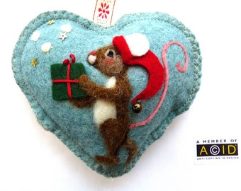 Needle felted Christmas elf mouse on a felt heart scented with spices, Snatas helper mouse