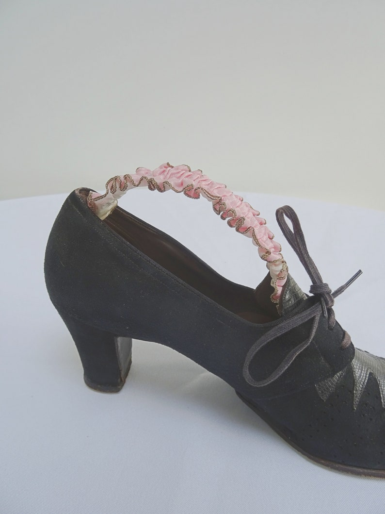 Gold Painted Wood /& Pink Ruffled Ribbon DL Vintage 1930s Shoe Trees Stretchers