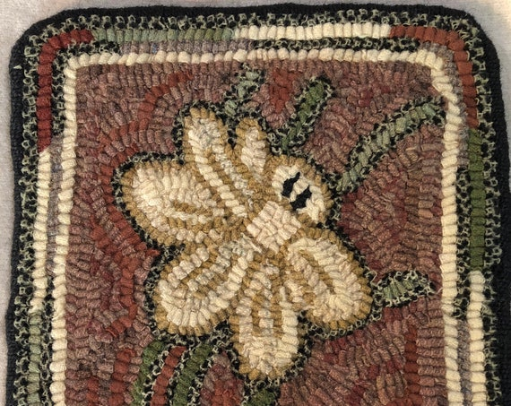 "Rug Hooking Pattern for  10"" Daffodil Mat, on Monks Cloth or Primitive Linen, floral table or dresser mat, trivet, wall hanging P173"