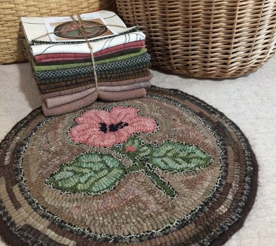 "Primitive Rug Hooking Kit for ""Hibiscus Chair Pad"" K107"