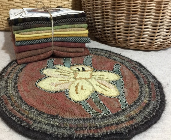 "Primitive Rug Hooking Kit for ""Daffodil Chair Pad""  K109"