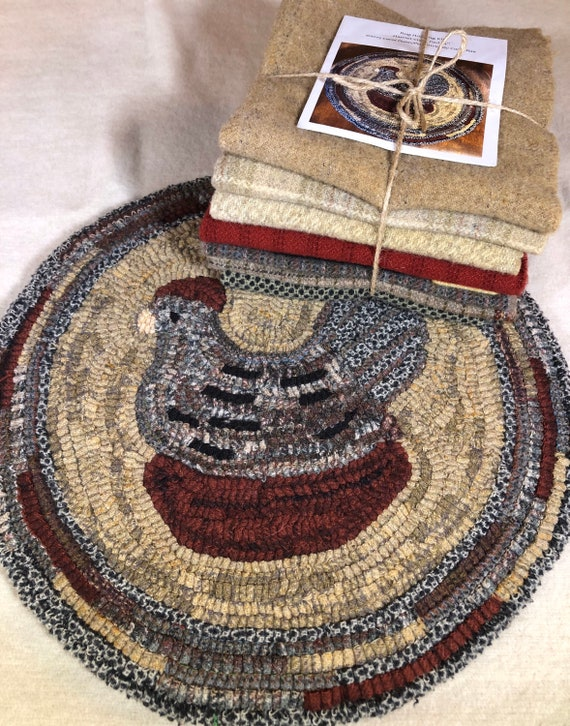 "Primtive Rug Hooking Kit for ""Harriet"" Chicken Chair Pad  14"" Round  K114"