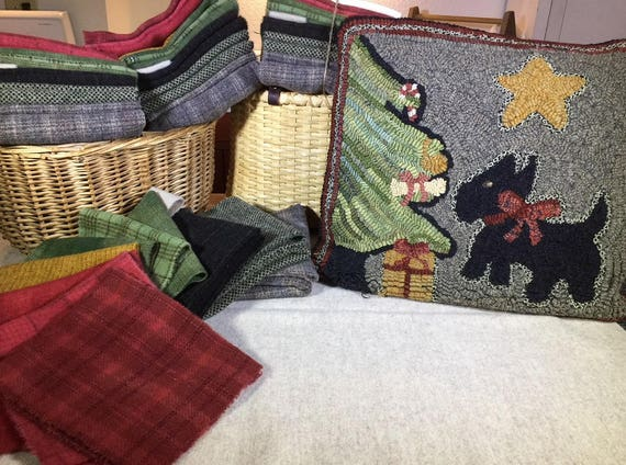 "Primtive Rug Hooking Kit , Christmas Scottie, 16"" x16"", K 139"