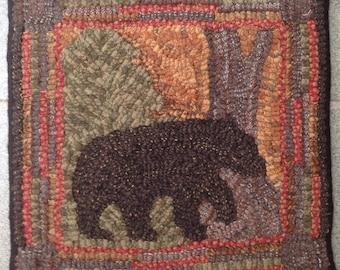 "Rug Hooking Pattern, Bear At Dawn      10"" x 10"", P132"
