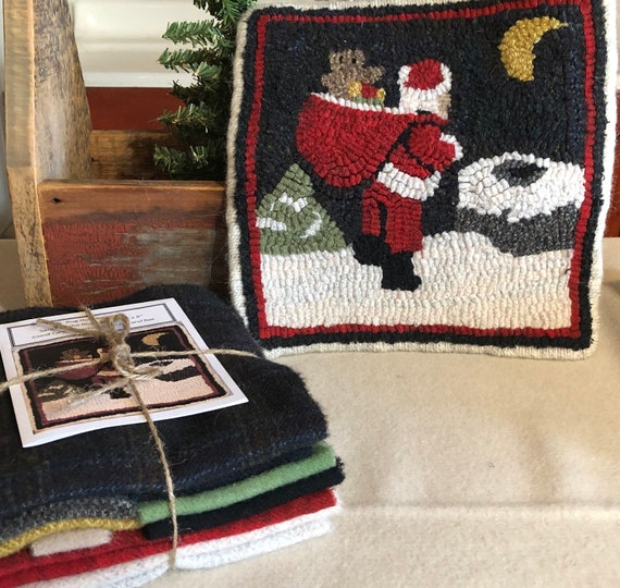 "Rug Hooking Kit, Santa on the Rooftop Mat, 8"" x 8""  K142"