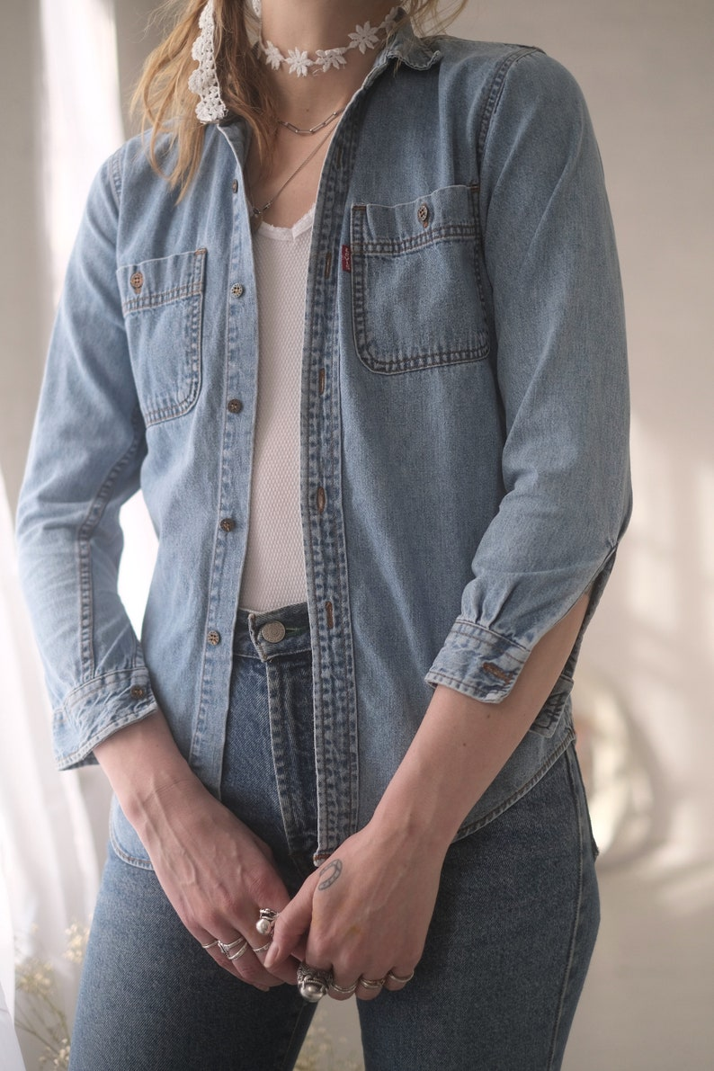 Levi/'s Denim Shirt XS  Vintage 1990s Petite Small Fit Button up Jean Shirt Red Tab Women/'s Easy Basic Casual Oxford Long Sleeve Shirt