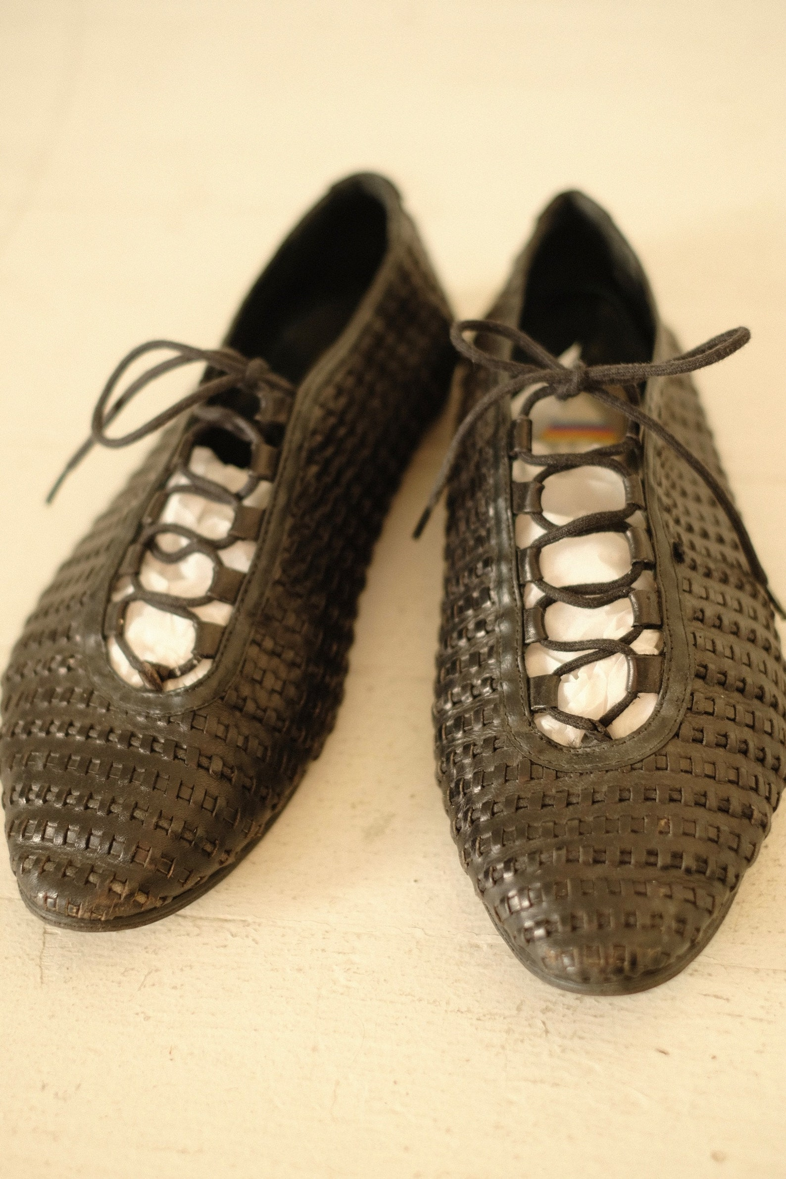 woven oxfords size 7 // vintage black woven lace up flats womens leather beach sandals almond toe ladies shoes ballet flats