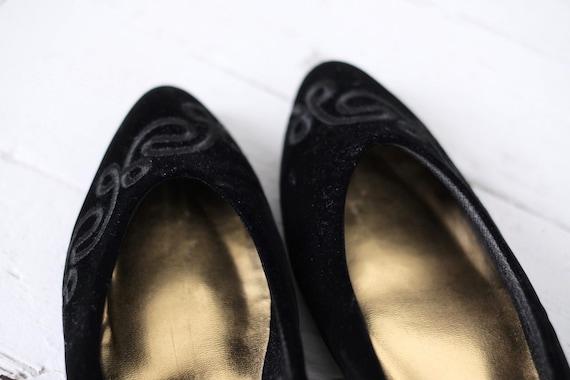 Velvet Kitten Heels Size 10  - image 10
