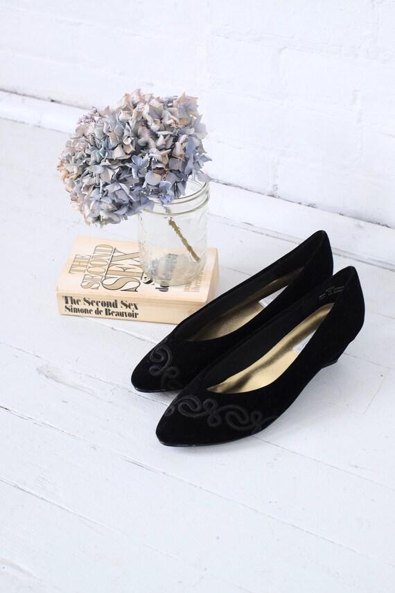 Velvet Kitten Heels Size 10  - image 9