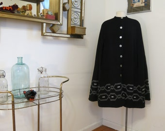 Vintage 1970s Knit Poncho Black and white