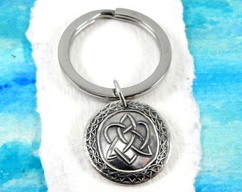 SISTERS, Silver Charm Keychain, Inspirational Gift, Custom Engraving, Celtic Symbol