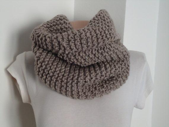 La Saint-Valentin jour vente knite Taupe foulard   écharpe en   Etsy d60b19b40ca