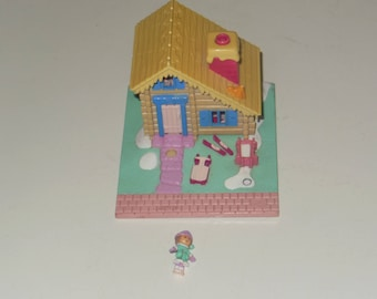 1993 Unusual Polly Pocket Ski Lodge Compact Set - Bluebird Toy With One Polly Figure