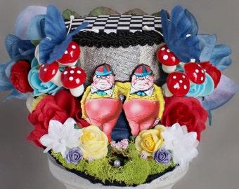 Tweedledee Tweedledum Landscape Mini Hat, Alice in Wonderland Hat, Tweedledee Mini Top Hat, Tea Party Hat, Mini Hat Headband, Mini Top Hat
