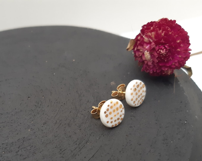 Porcelain studs little white gold round