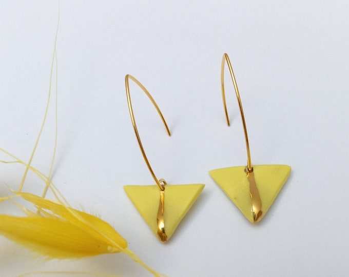 Yellow golden triangle earrings, stripes gold