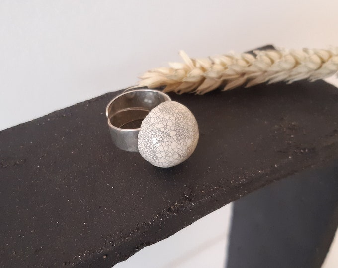 White craclé/raku hemisphere ring