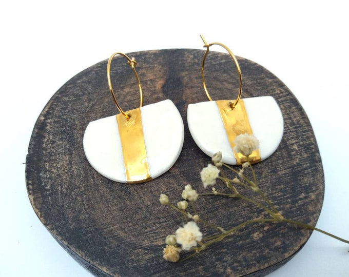Moon-shaped white gold porcelain earrings