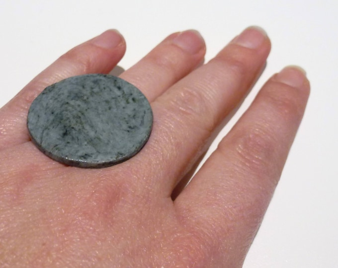 Adjustable big ceramic ring: grey porcelain