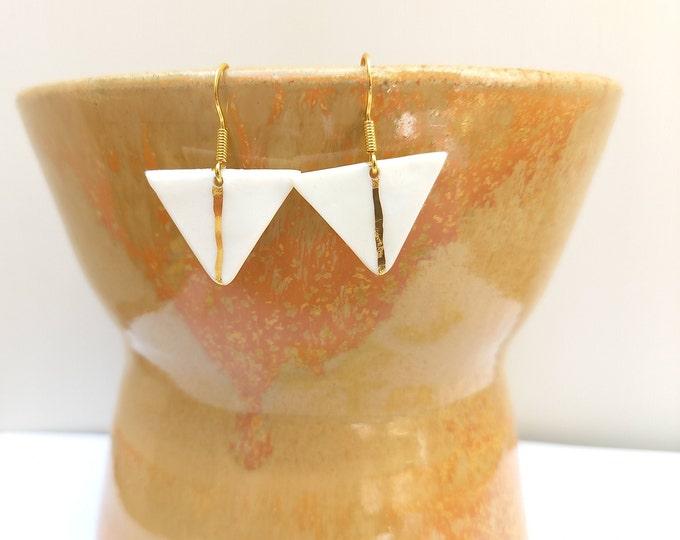 White golden triangle earrings, stripes gold
